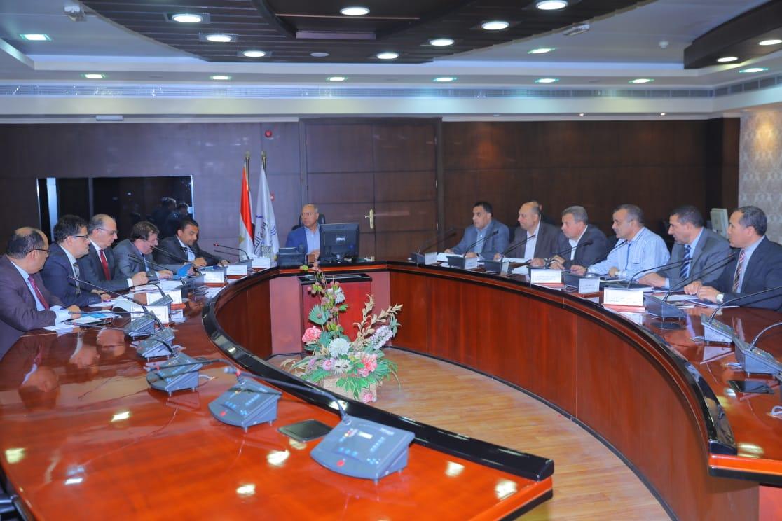 صور  وزير النقل يبحث مع وفد شركة سيمنس إمكانية التعاون في الفرص الاستثمارية بالسكك الحديدية