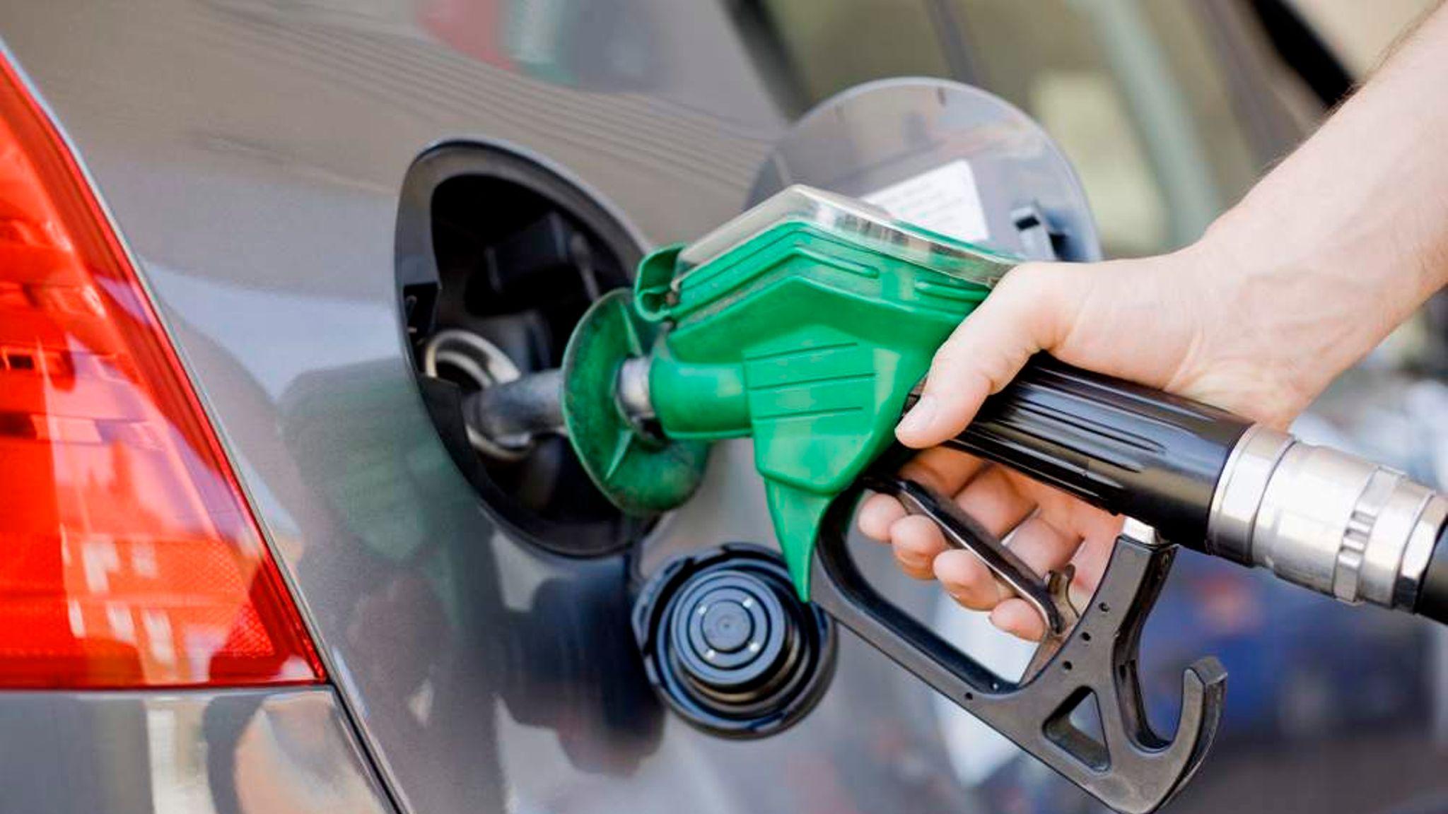زيادة الأسعار الجديدة للمنتجات البترولية تتصدر عناوين الصحف