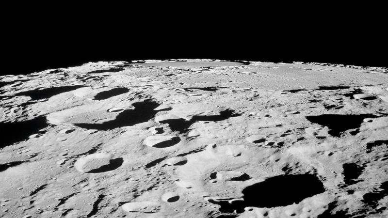 المخرج السنيمائي بارت سيبريل يقدم أدلة تثبت زيف عملية الهبوط على القمر
