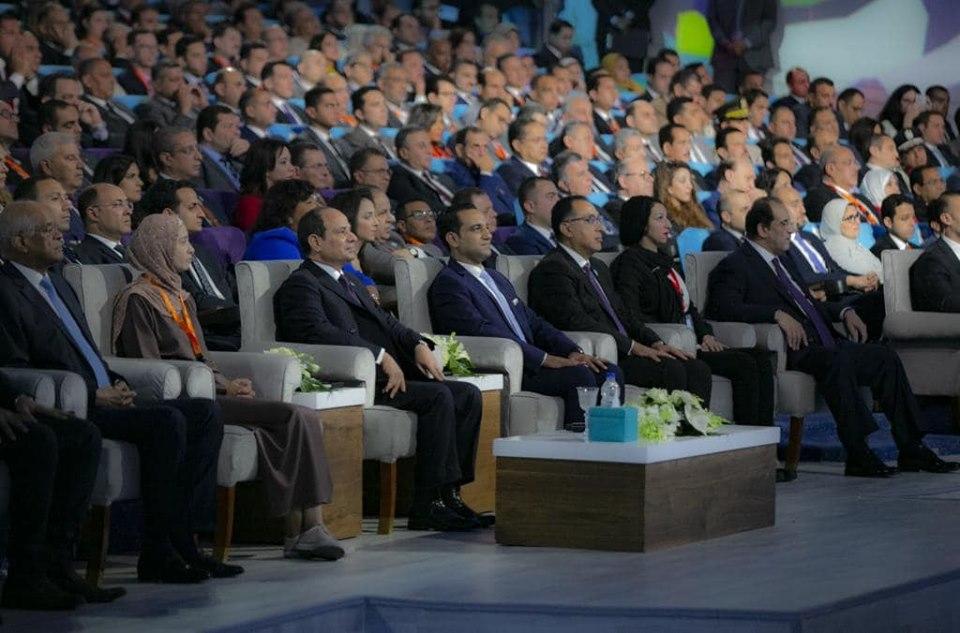 الرئيس السيسي : الشباب قام بجهد كبير لجمع الدراسات والأبحاث والأفكار
