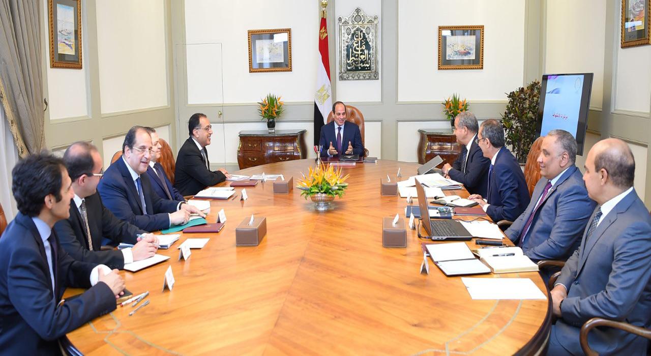 الرئيس السيسي يوجه ببذل أقصى جهد لتوفير السلع الأساسية للمواطنين وضبط الأسعار