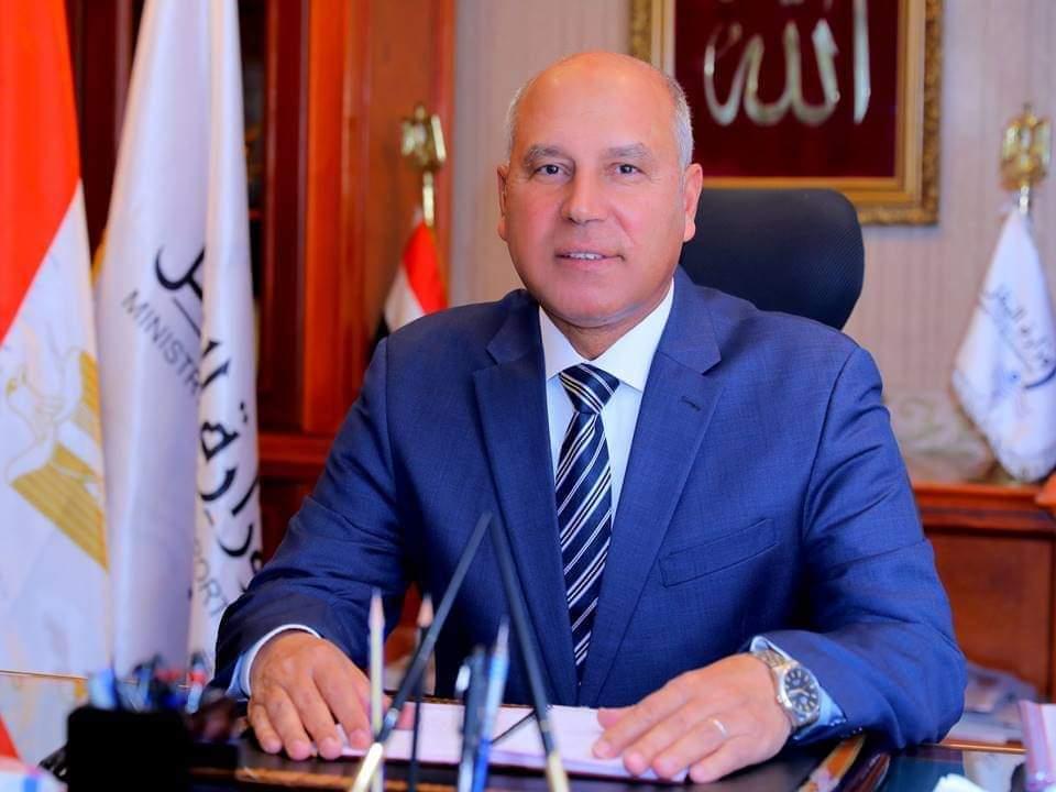 وزير النقل يكشف تفاصيل واقعة وفاة شاب قفز من قطار طنطا بسبب غرامة التدخين