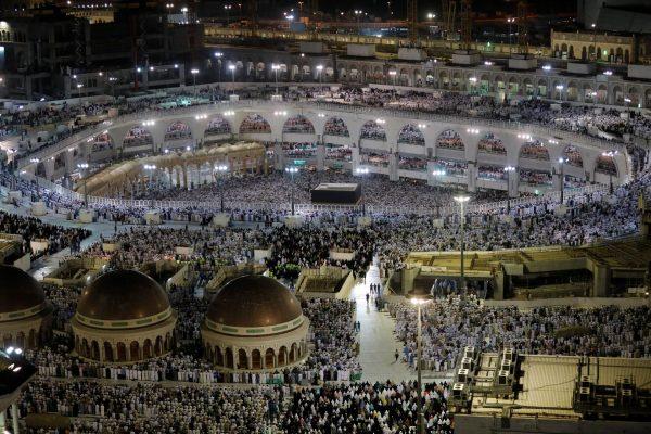 السعودية: غسل وتعقيم المسجد الحرام 4 مرات يوميًا