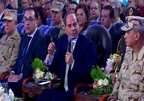 الرئيس السيسي داعيًا رجال الأعمال لإنشاء المشروعات: إحنا معاكم بالأراضي وتمويل البنوك