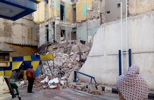 انهيار أجزاء من عقار قديم شرقي الإسكندرية