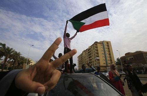 """""""الحرية والتغيير"""" تعلن بنود الإعلان الدستوري بالسودان"""