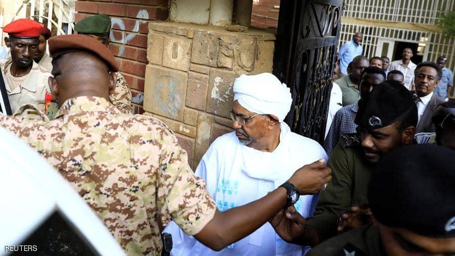 السودان: إرجاء محاكمة البشير للسبت المقبل ودفاعه يشكك في الاعتراف القضائي
