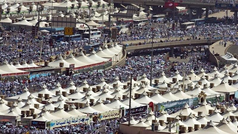حجاج بيت الله الحرام يتوافدون إلى مشعر منى لقضاء يوم التروية