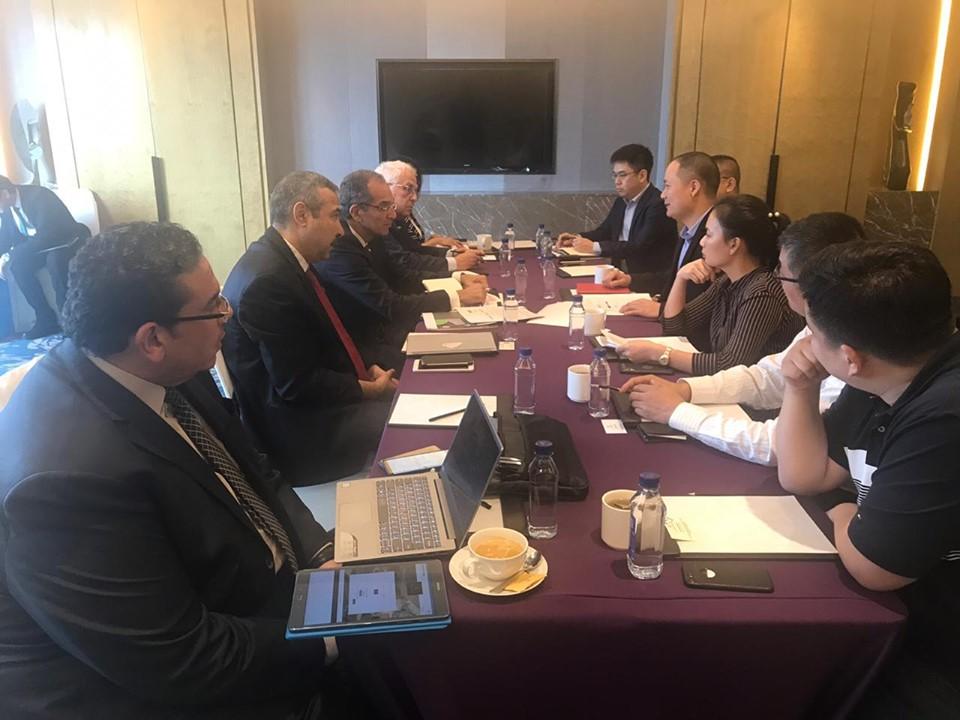 صو | وزير الاتصالات يبحث مع مسئولي شركات صينية التعاون في تعميق صناعة الإلكترونيات