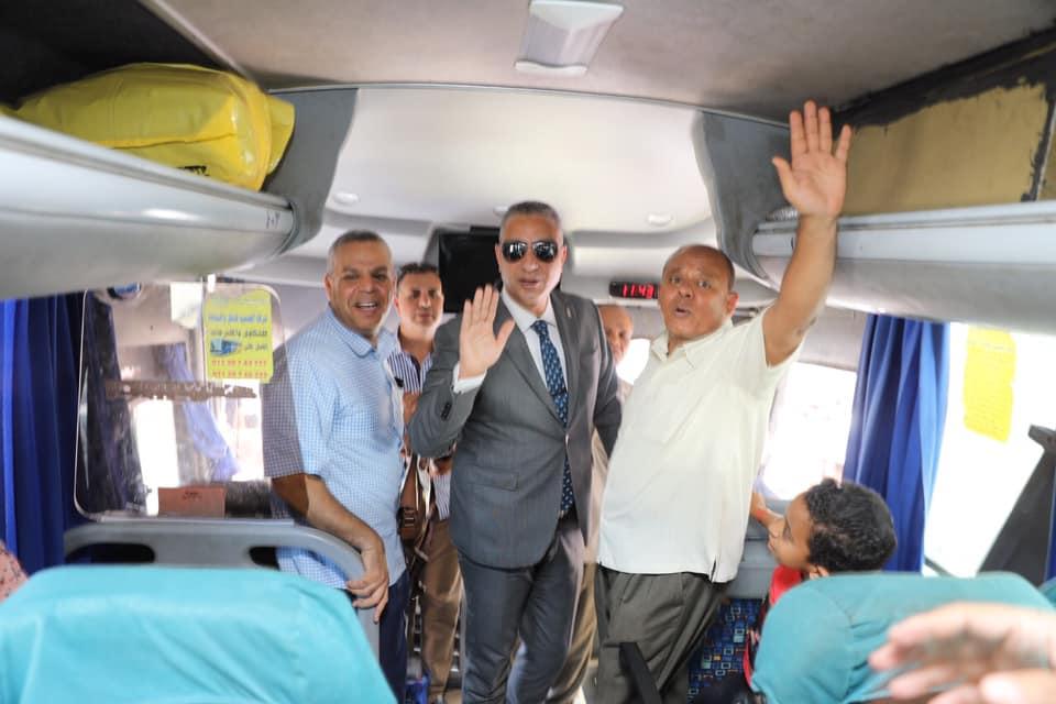 صور | محافظ سوهاج يودع حجاج الجمعيات الأهلية