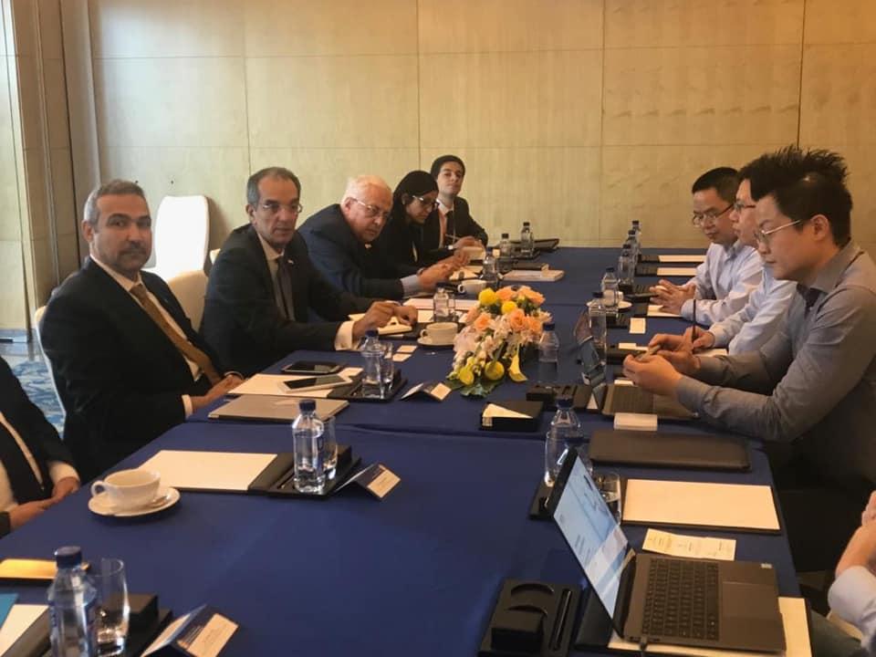 صور | وزير الاتصالات يبحث مع شركات صينية ضخ استثمارات جديدة بمصر
