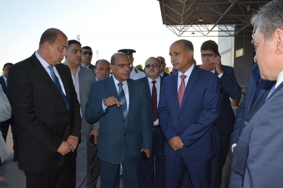 صور | وزير الطيران يتابع انتظام حركة السفر والوصول في مطار القاهرة