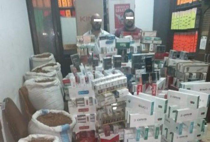 القبض على شخصين لتخزينهما سجائر وتبغ مجهول المصدر بباب الشعرية