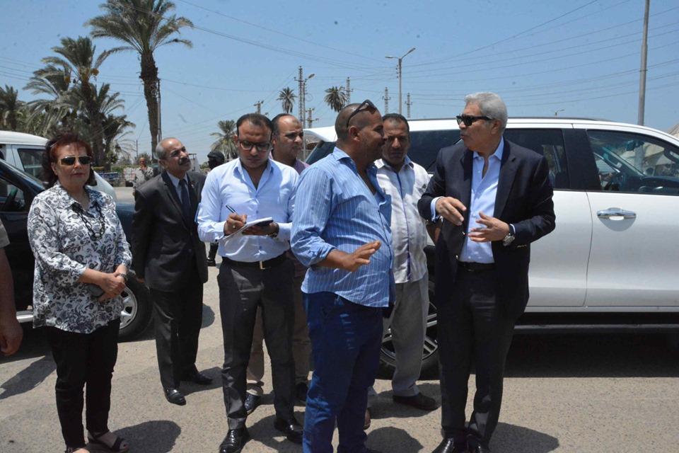 صور | محافظ المنيا يوجه بإزالات فورية لتعدي على حرم الطريق