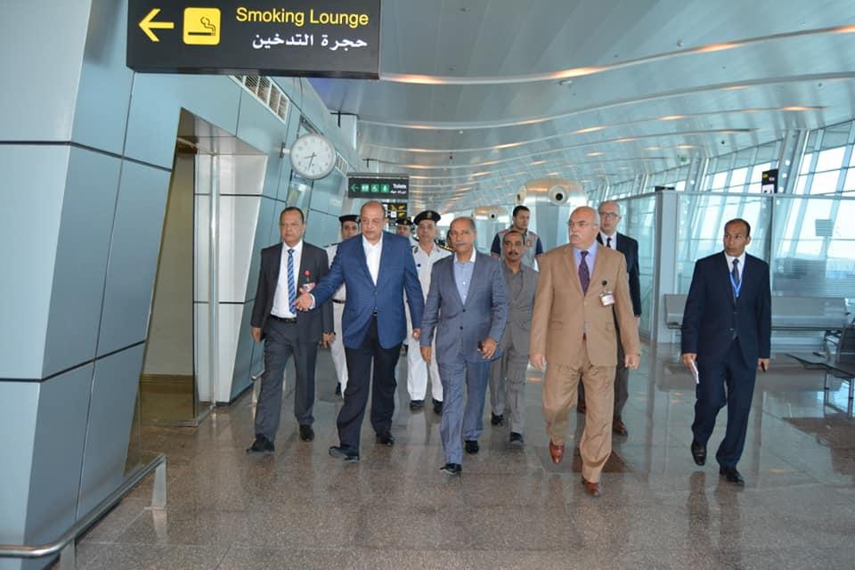 صور | وزير الطيران المدني يتفقد مطار الغردقة الدولى لمتابعة معدلات تنفيذ اعمال التطوير
