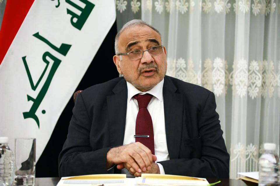 رئيس الوزراء العراقي يتعهد بتقديم المعتدين على المتظاهرين للعدالة