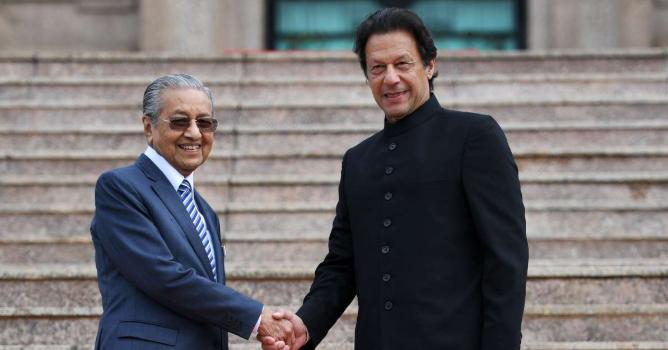 رئيس الوزراء الباكستاني : إلغاء الحكم الذاتي بكشمير يهدد الأمن والسلم الدوليين