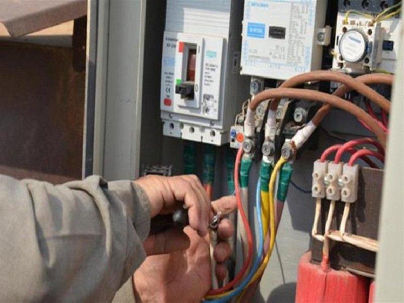 ضبط 11906 قضية سرقة تيار كهربائي خلال 24 ساعة