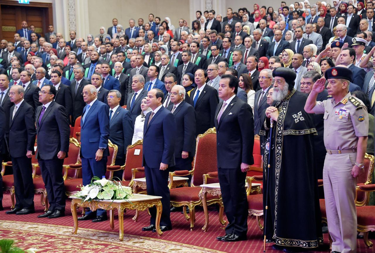 يوم العلم.. الرئيس السيسي يكرم العلم والعلماء (تقرير)