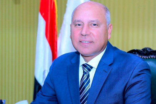 وزير النقل يدلي بصوته في انتخابات مجلس الشيوخ بالتجمع الخامس