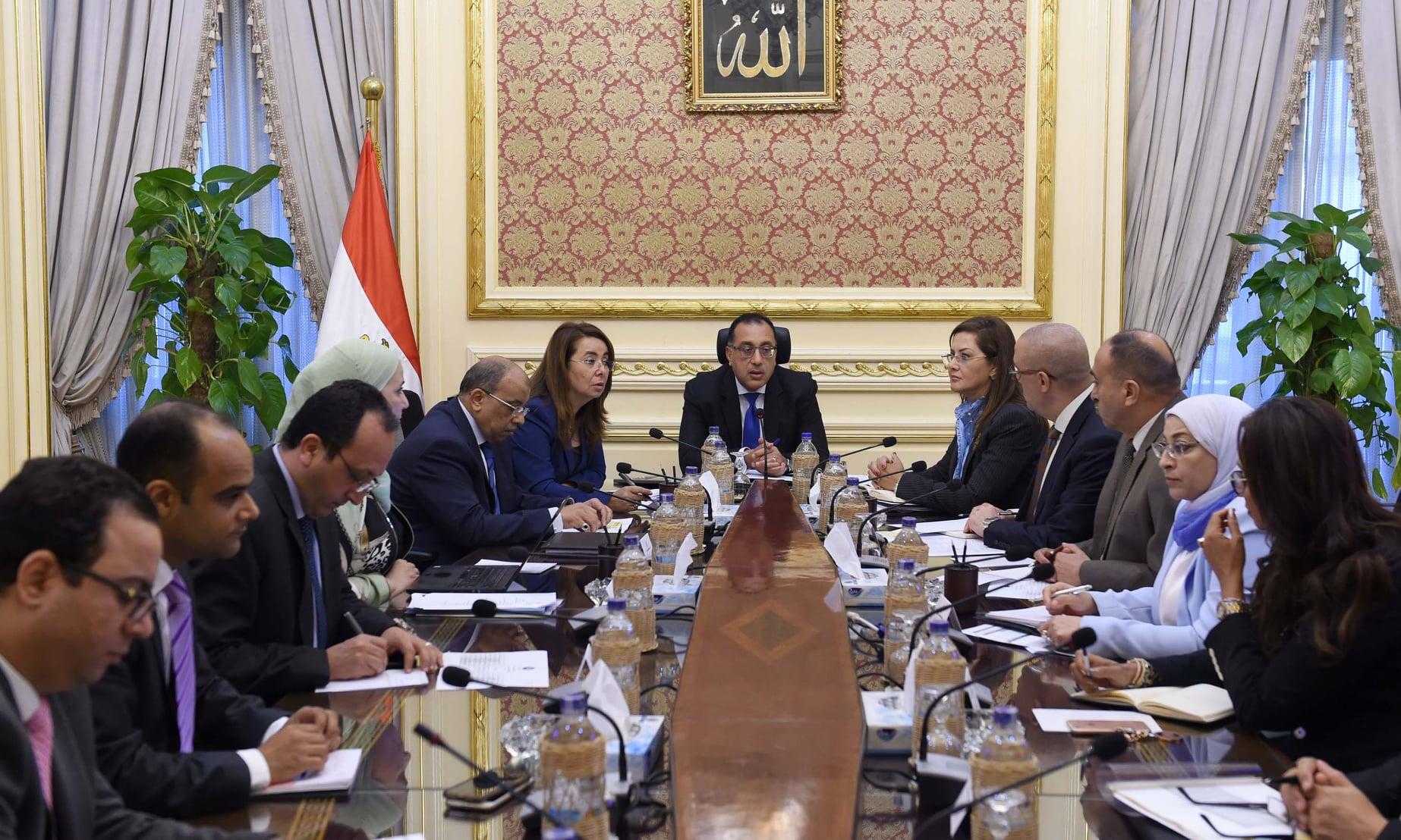 """دولة رئيس الوزراء يعقد الاجتماع الدورى لمتابعة تنفيذ مبادرة """"حياة كريمة"""""""