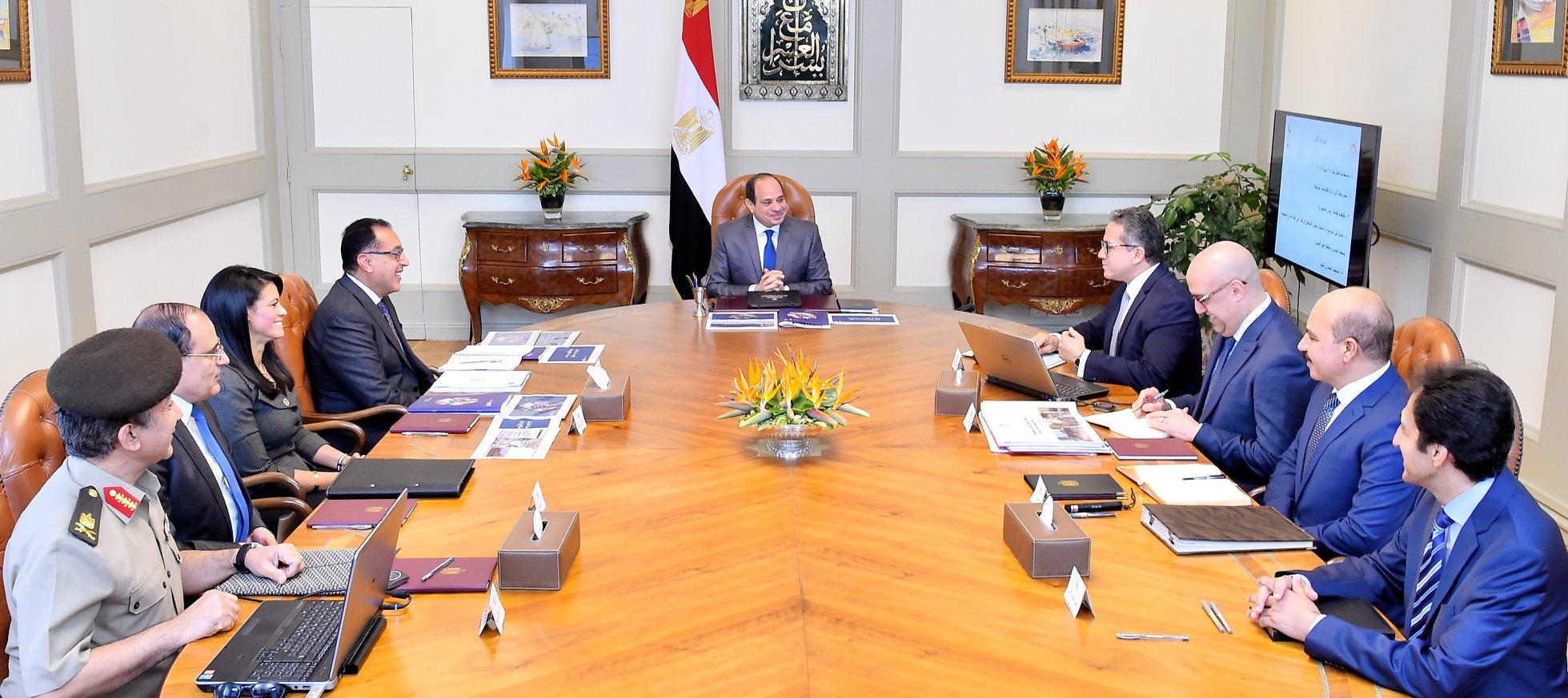 عاجل| بسام راضي: الرئيس السيسي يجتمع برئيس مجلس الوزراء و وزراء الآثار و السياحة و الإسكان