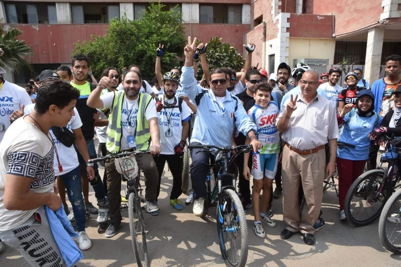 صور| إقامة مارثون دراجات للشباب على أرض مدينة القناطر الخيرية دعماً للشباب وتنشيطاً للسياحة