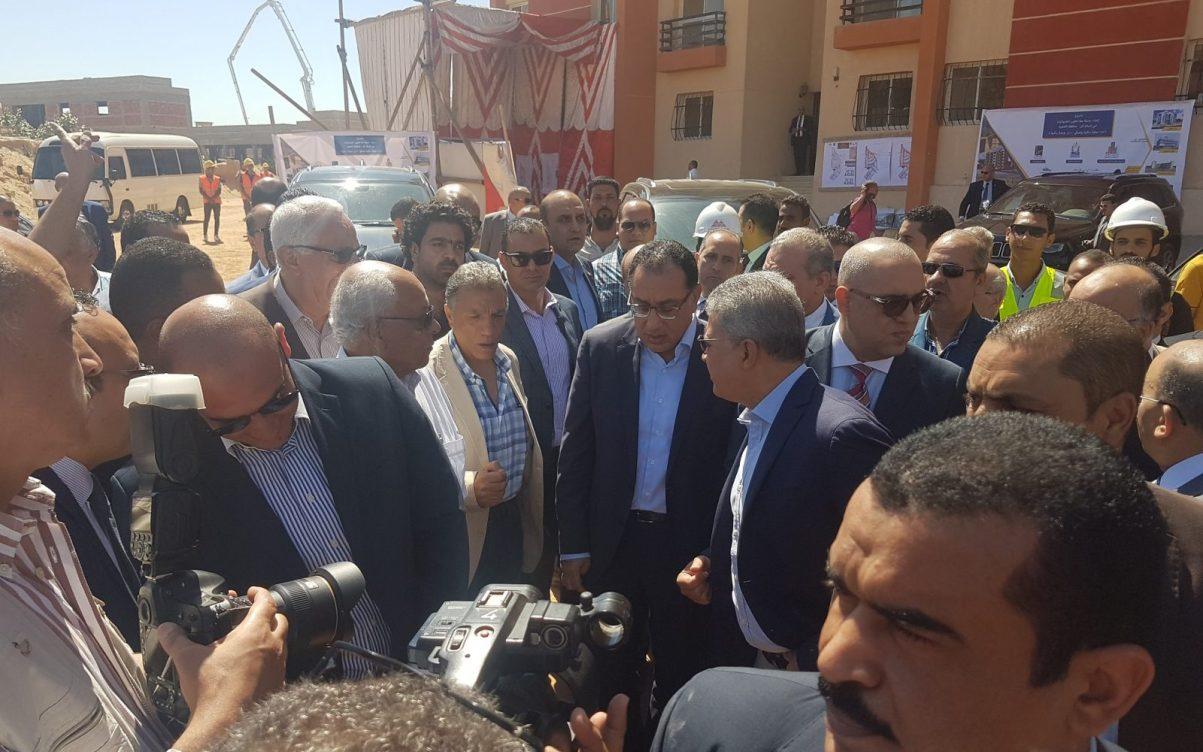 رئيس الوزراء يتفقد مشروع «مدينة معًا» لتطوير العشوائيات بحي السلام
