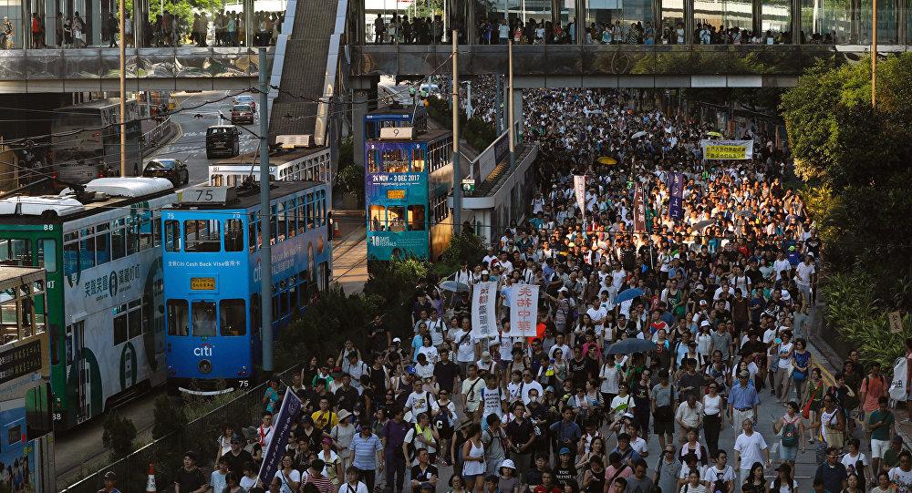 تعليق وسائل النقل العام في هونج كونج بسبب الاشتباكات
