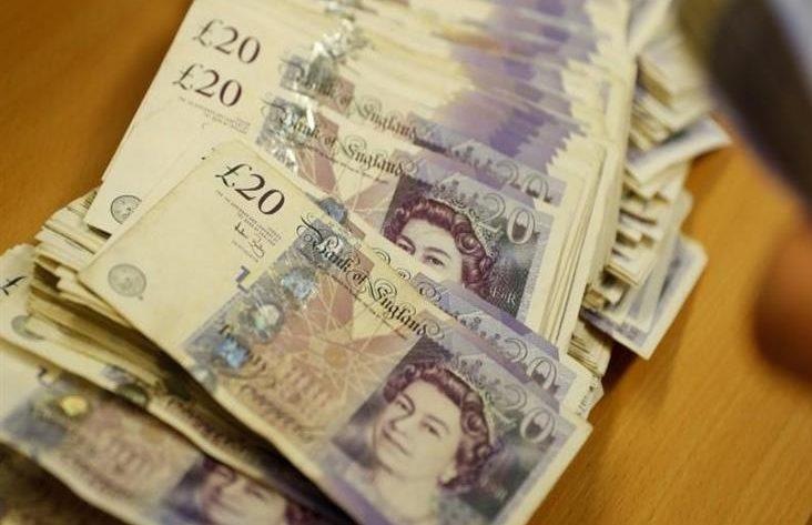 الاسترليني يسجل أعلى مستوى في أربعة أسابيع أمام الدولار