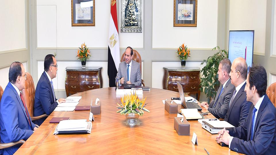 الرئيس السيسي يتابع مع مصطفى مدبولي الإصلاحات الشاملة لشركات قطاع الأعمال