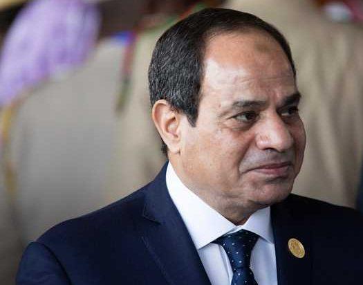 وزير الداخلية يقدم هدية تذكارية للرئيس السيسي بمناسبة عيد الشرطة
