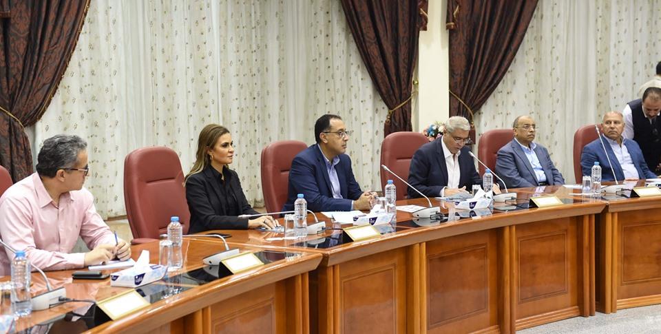 جولة رئيس الحكومة و5 وزراء بالصعيد تتصدر عناوين الصحف