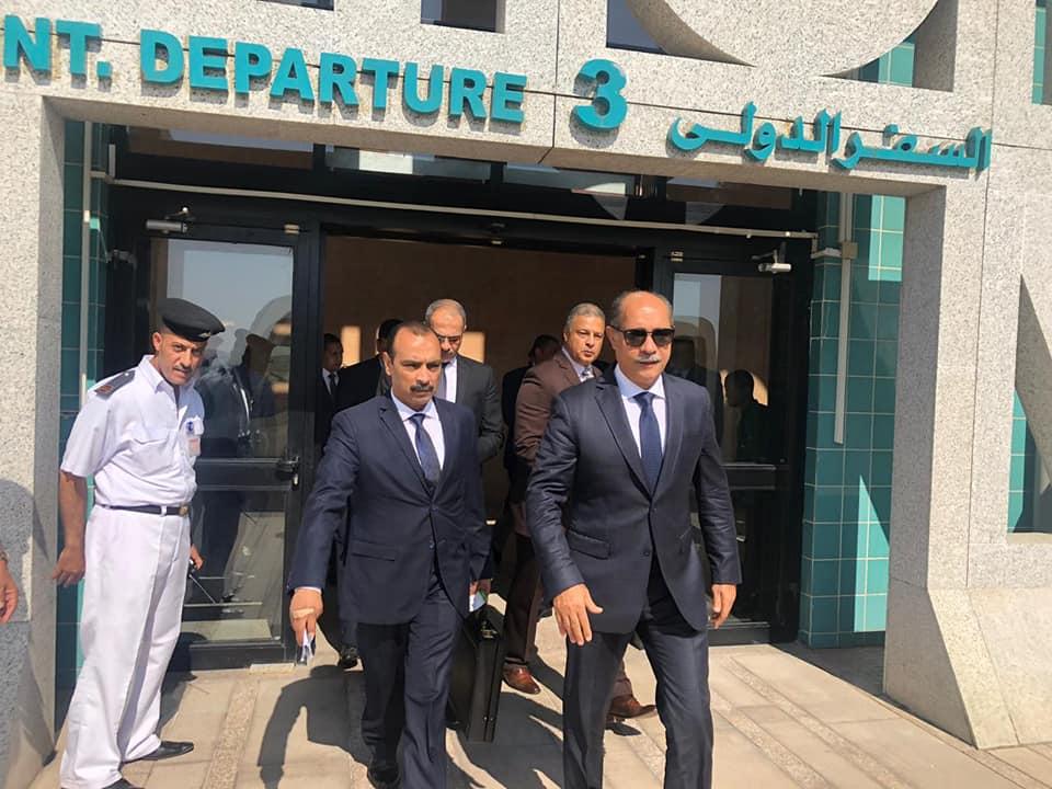 صور   وزير الطيران المدني يلتقي بالعاملين في مطار الأقصر الدولي