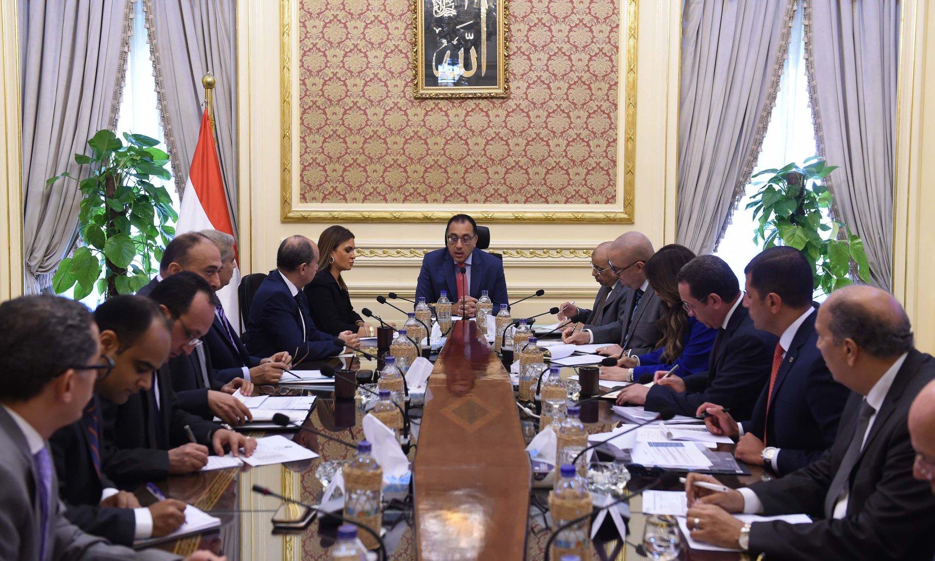 رئيس الوزراء يتابع الموقف التنفيذي لتوصيل المرافق للمناطق الصناعية والحرة بالمنيا