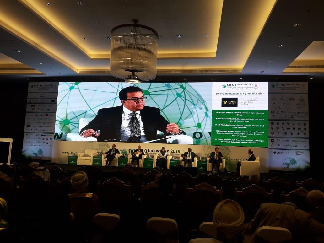 صور | وزير التعليم العالي يشارك في منتدى الابتكار التقني بسلطنة عمان