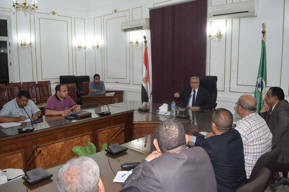 صور | محافظ المنيا يتابع مع رؤساء المدن ملف التصالح ومنظومة النظافة