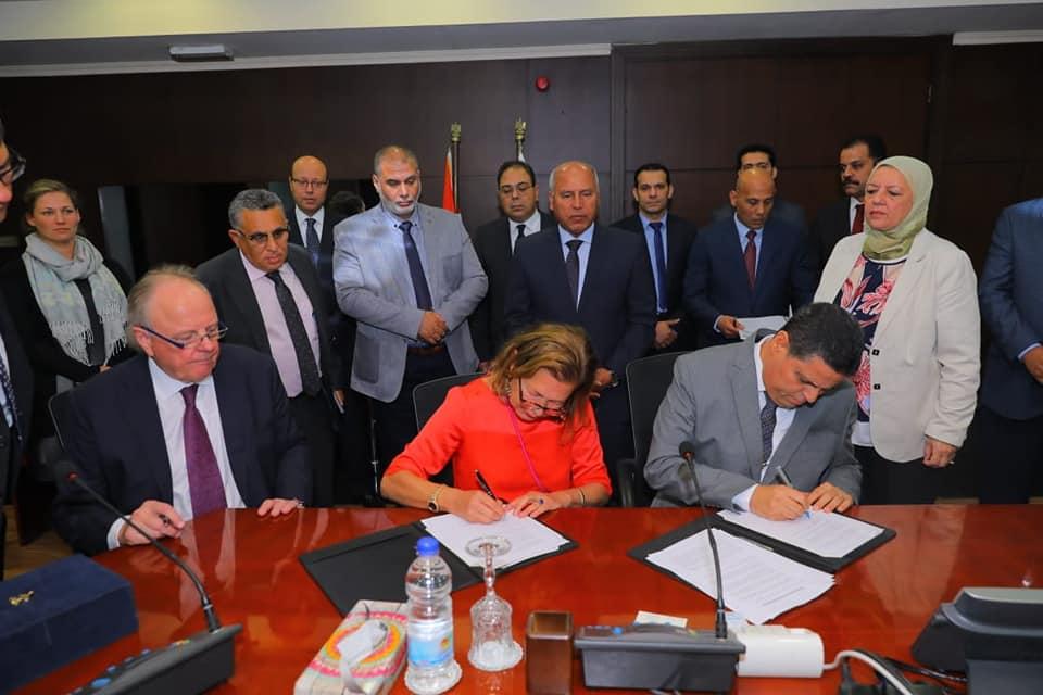 صور | وزير النقل يشهد توقيع مذكرة تفاهم مع كبرى الشركات الأوروبيه و الألمانية