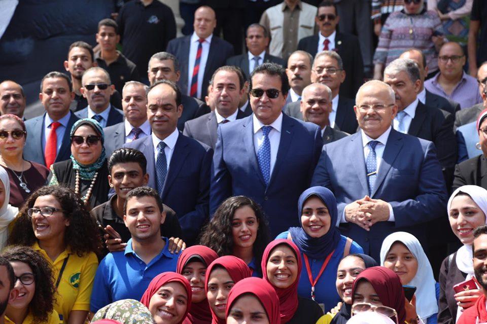 صور | وزير التعليم العالي يشارك في افتتاح العام الجامعي الجديد بجامعة القاهرة