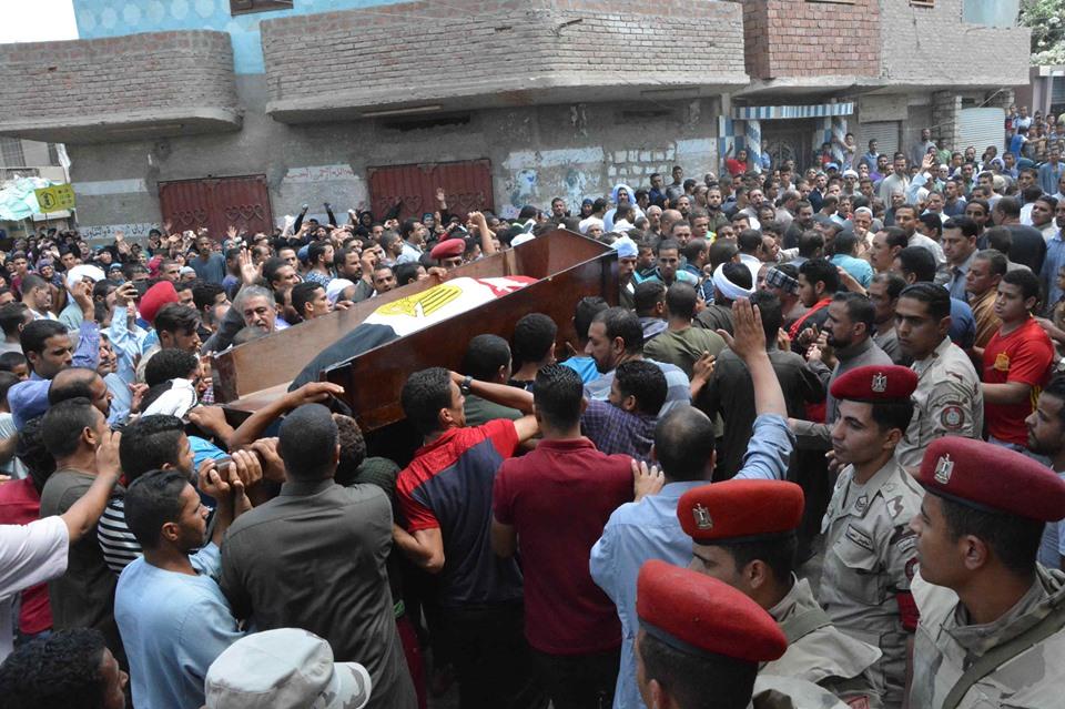صور | أهالي سمالوط بالمنيا يشيعون جنازة الشهيد المجند مصطفى سيد