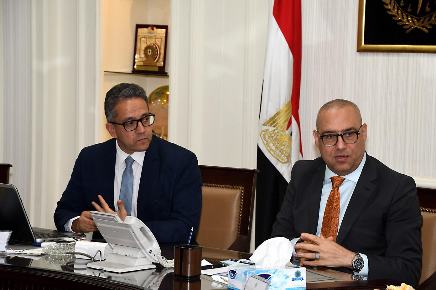 صور | وزيرا الإسكان والآثار يعرضان الفرص الاستثمارية بالقاهرة التاريخية على المستثمرين