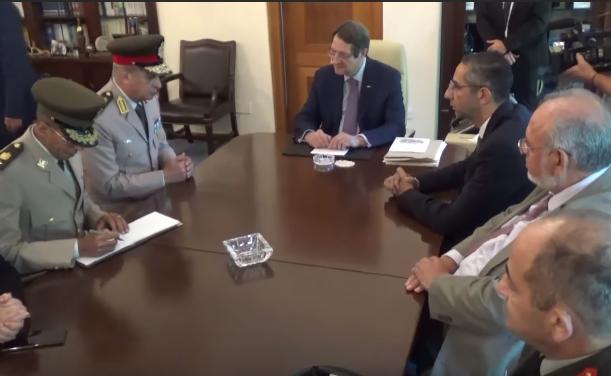 صور و فيديو   وزير الدفاع يعود إلى أرض الوطن بعد زيارته الرسمية لقبرص