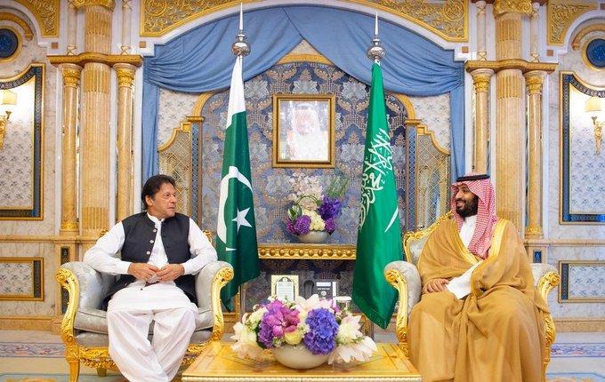 صور | ولي العهد السعودي يجتمع مع رئيس الوزراء الباكستاني