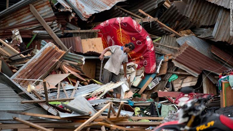 ارتفاع عدد الضحايا جراء زلزال إندونيسيا إلى 123 قتيلا ومصابا