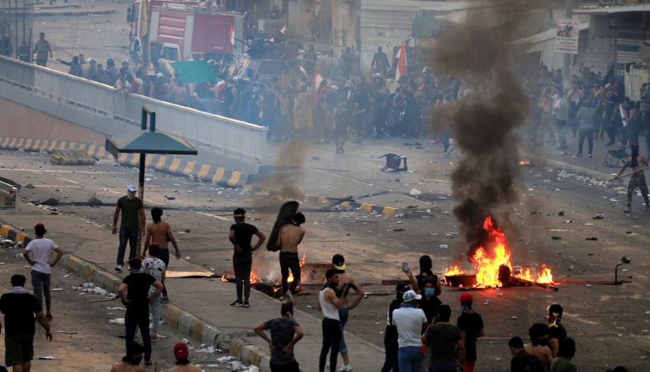 """الدفاع العراقية تصدر توضيحا حول وجود """"طرف ثالث"""" يقتل المتظاهرين والقوات الأمنية"""