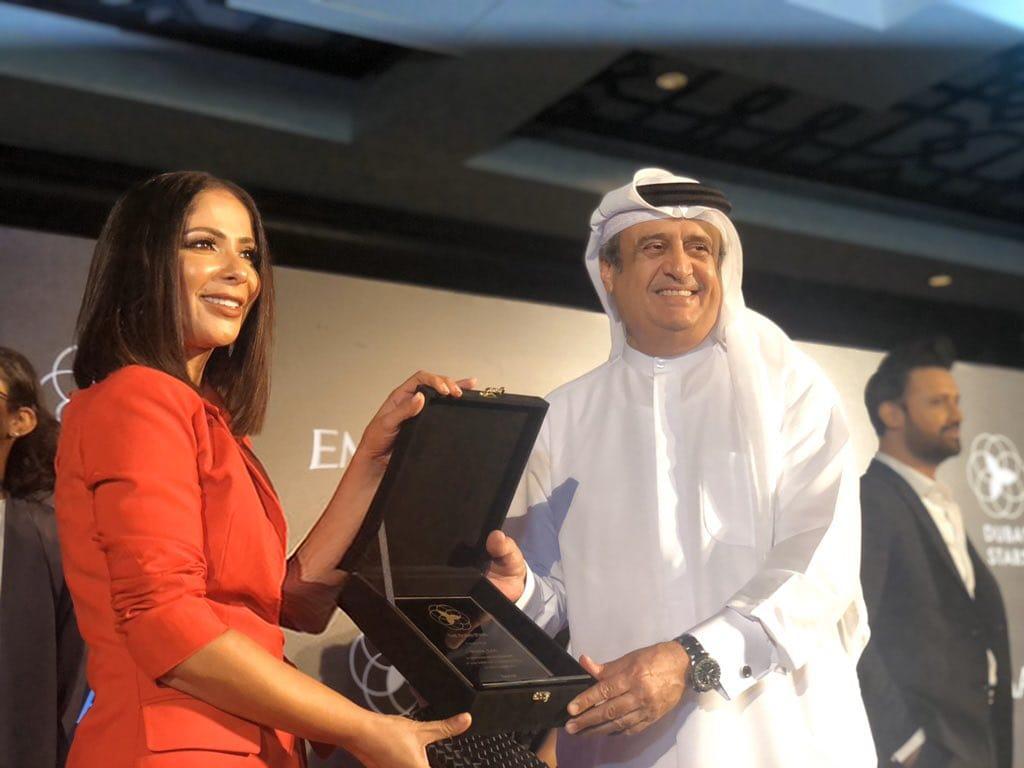 صور| على غرار ممر مشاهير هوليوود.. منى زكي أول فنانة مصرية في ممر مشاهير دبي