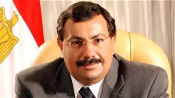 جثمان طارق كامل وزير الاتصالات الأسبق يصل إلى مطار القاهرة الدولي
