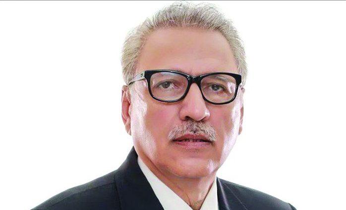 الرئيس الباكستاني يحث شعبه على أداء صلاة العيد في المنازل