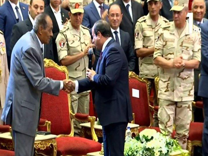 الرئيس السيسي يكرم  المشير طنطاوي