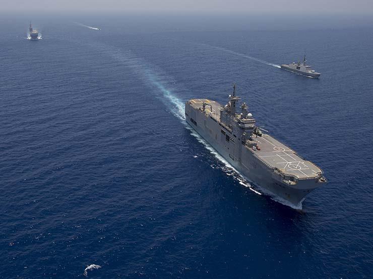 القوات الجوية والبحرية تشارك في عمليات البحث عن الصيادين المفقودين بالغردقة